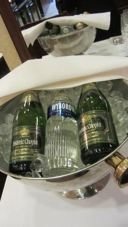Polonia Palace Hotel: Vodka and sparkling wine with breakfast! Lovely touch.