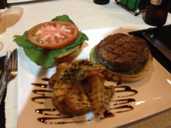 Bufalo Grill and Market : Buffalo Burger