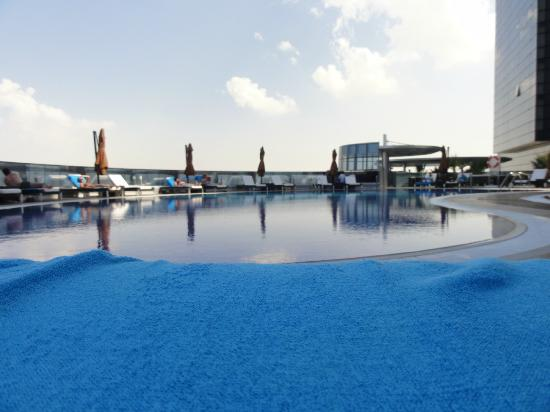 Novotel Abu Dhabi Gate: Pool Area