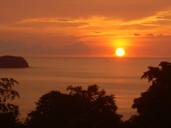 Villas Sol Hotel & Beach Resort: Sunset