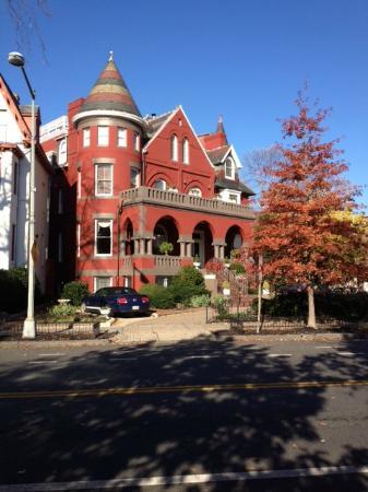 Swann House: A DC charmer