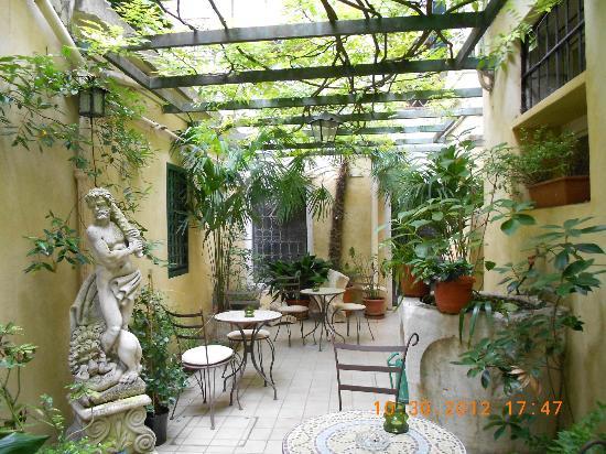 Bel Sito e Berlino: Simpática área externa