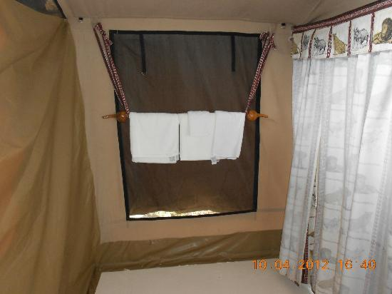 Mapito Tented Camp Serengeti: Our room.