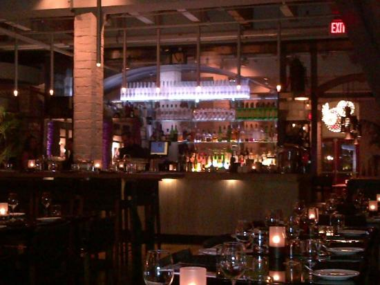 Brassaii : Looking from back of restuarant towards the bar