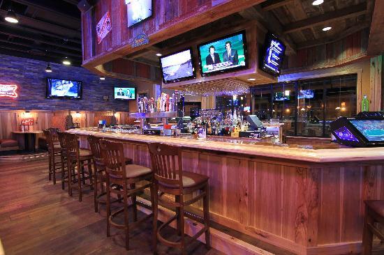 Mavericks Steak & Cocktails: Bar Area