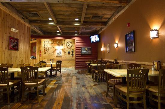 Mavericks Steak & Cocktails: Dining Area