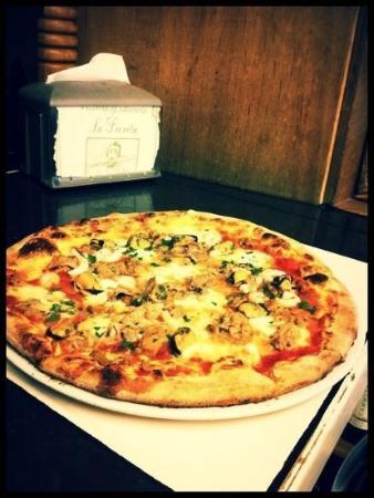 Pizzeria La Fiorita: customized pizza by one of our customers. Tomato-sauce,mozzarella,shrimps,tuna & grilled zucchin