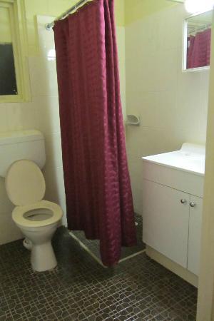 Opal Inn: bagno 4