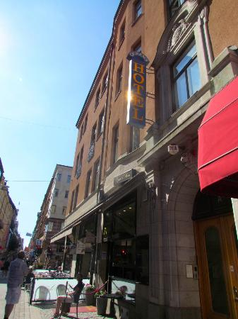 Queen's Hotel: Hotel facade
