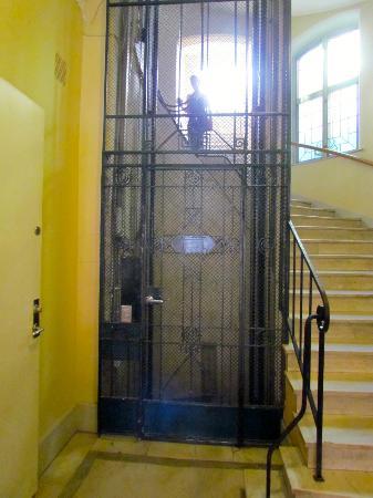 Queen's Hotel: The elevator.
