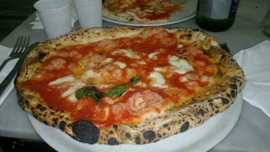 L'Antica Pizzeria da Michele: A mehor pizza de Nápoles. A cerveja você toma num copo de plástico.