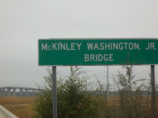 Wyndham Ocean Ridge: Sign for the Peace bridge!