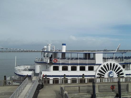Wyndham Ocean Ridge: The ferry boat that takes you to Fort Sumter
