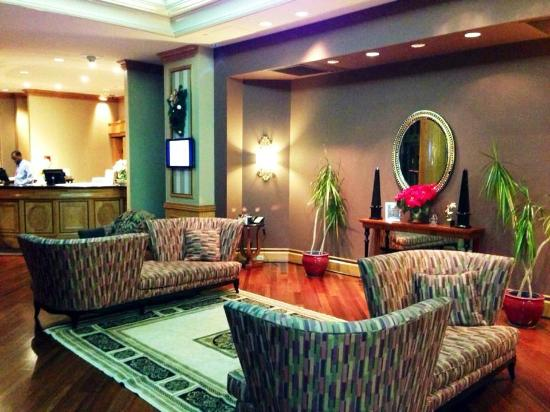 Doubletree Inn at The Colonnade : Hotel Reception Area