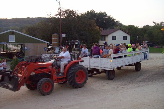 Merry Mac's Campground: Hayride with the Family.