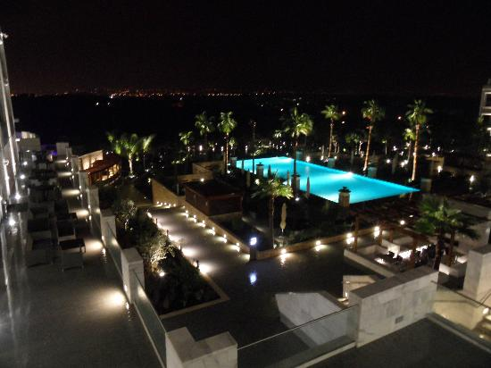 Conrad Algarve : Beautiful night lit pool view