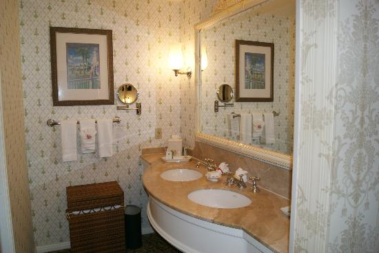 Disney's Grand Floridian Resort & Spa: Bathroom Rm 6421 Sugarloaf