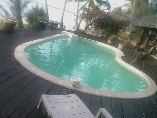 Eden Beach Hotel Bora Bora: piscine cote bar/resto