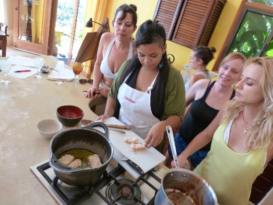 Anamaya Resort & Retreat Center: learning from the chef!