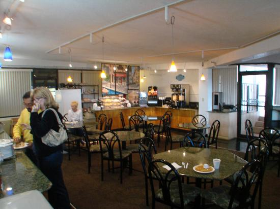 Best Western Plus Sandcastle Beachfront Hotel: breakfast of mostly carbs