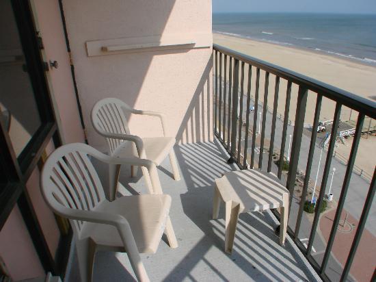 Best Western Plus Sandcastle Beachfront Hotel: patio