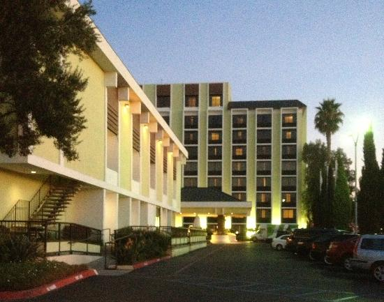Holiday Inn San Jose - Silicon Valley: Exterior of hotel