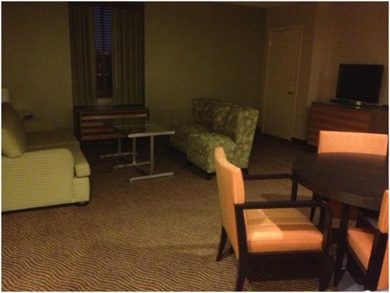 Holiday Inn San Jose - Silicon Valley: Large suite with awkward furniture