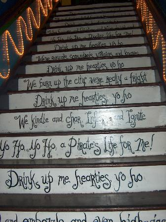 The Pirate Haus Inn: staircase leading up to rooms