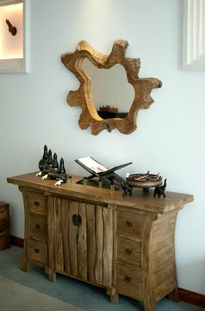 La Rose Boutique Hotel & Spa: Wooden cabinet