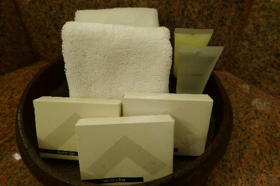 Swissotel Le Concorde: Toiletries, give more after request
