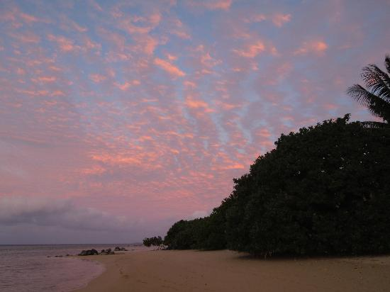 Coconut Grove Beachfront Cottages : ... More sunset from Coconut Grove