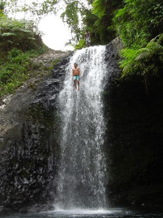 Coconut Grove Beachfront Cottages: Waterfall jumping on the Lavena Coastal Walk!