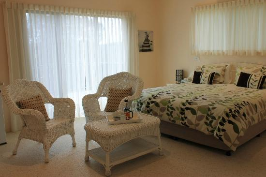 Batemans Bay Manor - Bed and Breakfast: King Deluxe room