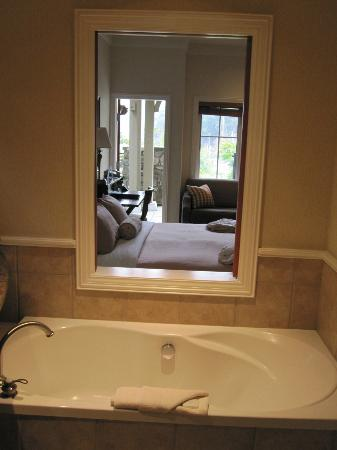 Poets Cove Resort & Spa: view from the soaker tub room through to the main room