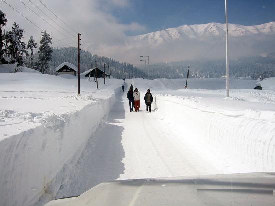 Hotel JH Bazaz (Happy Cottage): Gulmarg in winters