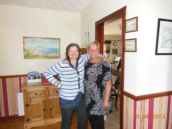 Seaview Bed and Breakfast : Our hostess and her sister