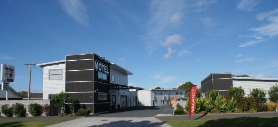 Pukekura Motor Lodge: Motel Front