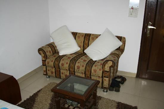 iLodge @ DB Gupta Rd: seating are in room Rs/-1400