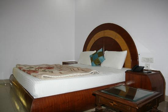 iLodge @ DB Gupta Rd: Rs-/1400 room with widow and room no 307