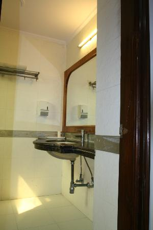 iLodge @ DB Gupta Rd: Bathroom