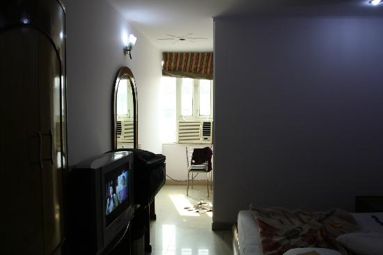 iLodge @ DB Gupta Rd : Rs-/1400 room with widow and room no 307