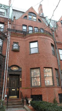 463 Beacon Street Guest House: front view