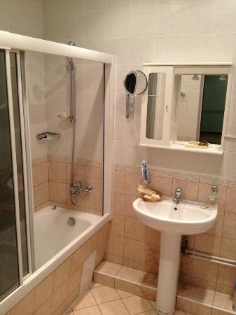 Bagration Hotel: bathroom - everything is fine here