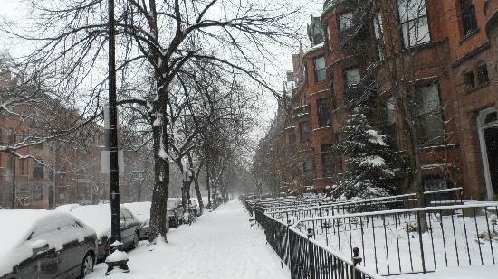 463 Beacon Street Guest House: it snowed,again