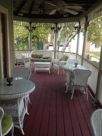 The Cedar House Inn: The lower patio area