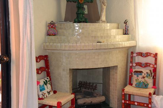 ‪‪Casa Cinco Patios‬: fireplace in Las Flores