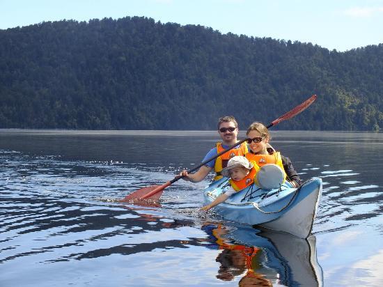 Glacier Country Kayaks: Family on Lake