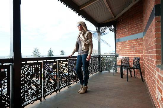 ไอกอน โฮเต็ล: Top floor balcony sea views