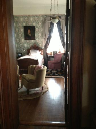 The Reynolds Mansion: Guestroom Claudette