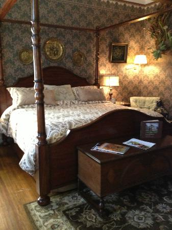 The Reynolds Mansion: Luxurious slumber. The bed had a perfect firmness with quality pillows and linens.